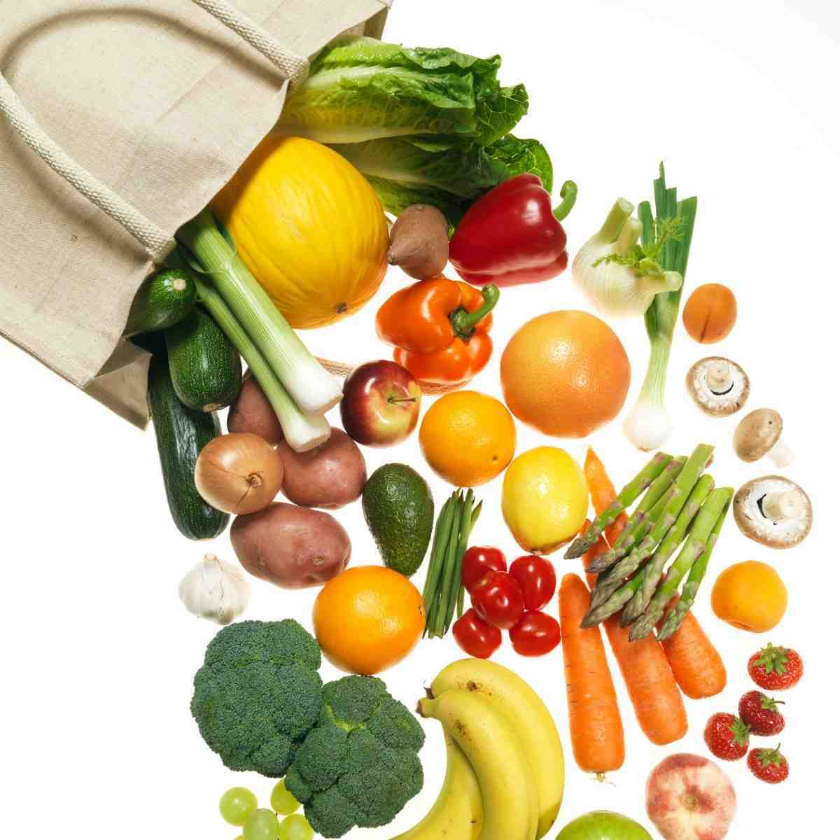 A variety of fruits and vegetables that are good sources of gluten free fiber.